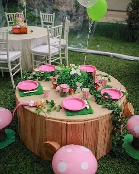 47. Fazer mesinhas infantis na festa jardim encantado deixa as crianças mais imersas na temática. Foto de A Minha Festinha