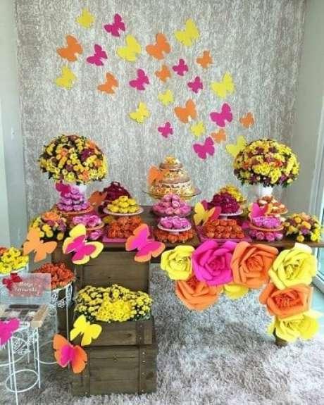 35. Decoração jardim encantado em tons de rosa, laranja e amarelo. Foto de Belo Toque