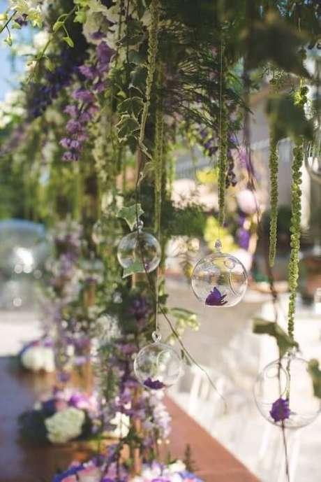 8. Nas festas tema jardim encantado de adultos, o uso de materiais naturais é ainda mais recomendado. Foto de Kara's Party Ideas