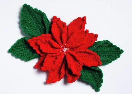 24- O artesanato com flor de natal em crochê é muito utilizado como apliques para almofadas e cortinas. Fonte: Pinterest