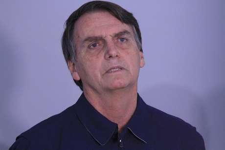 Jair Bolsonaro durante entrevista coletiva na Rua Visconde de Itaúna, Jardim Botânico, no Rio de Janeiro (RJ)