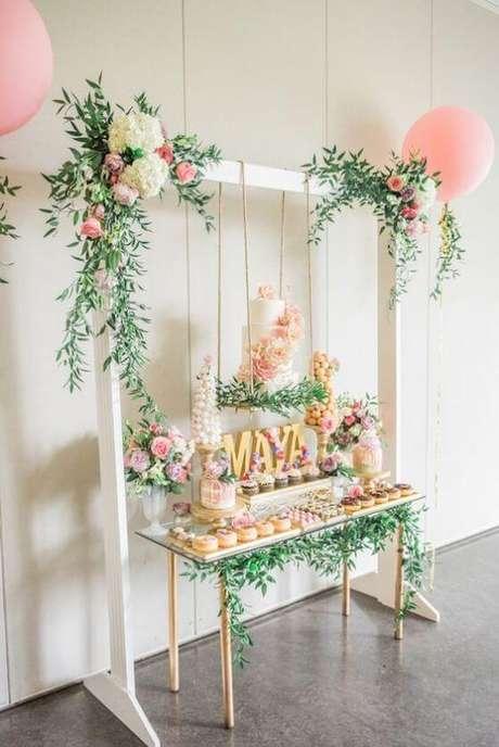 43. Mesa do bolo e de doces em festa jardim encantado minimalista. Foto de Eu Neném