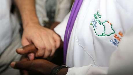 O programa Mais Médicos divide propostas de Bolsonaro e Haddad