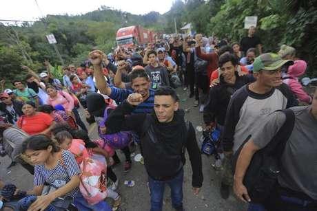 Trump cogita fechar fronteira com México contra migrantes