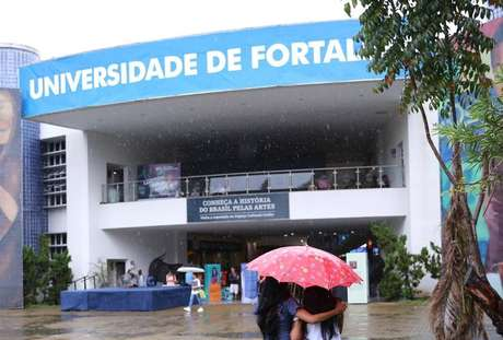 Universidade de Fortaleza teve protestos nesta sexta-feira (26)