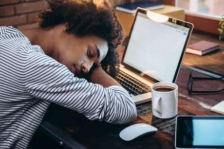 Pode levar algum tempo para ajustar o sono após uma viagem por diferentes fusos horários