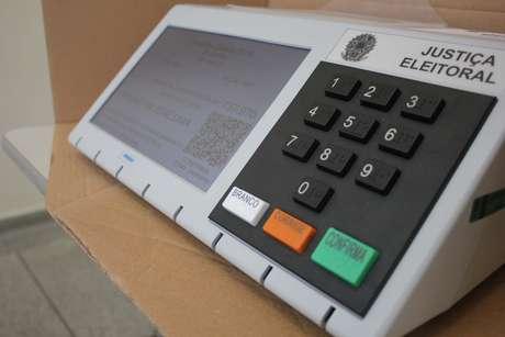 Urna em seção eleitoral antes da abertura da votação para o segundo turno das Eleições 2018, no Centro de São Paulo (SP), neste domingo (28)