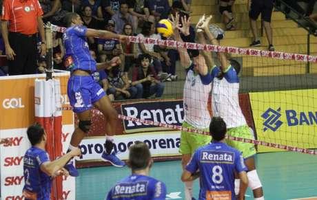 Vôlei Renata fez 3 a 0 sobre o São Judas Voleibol na noite deste sábado (Foto: Luciano Claudino/Vôlei Renata)