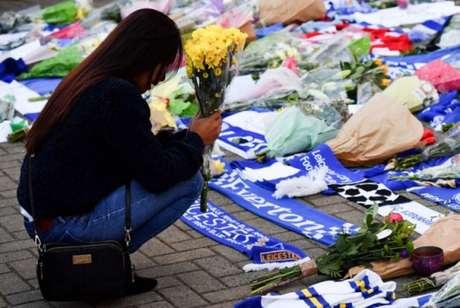 Torcedores do Leicester prestam homenagens