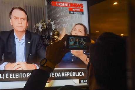 Eleitores assistem ao primeiro pronunciamento do presidente eleito Jair Messias Bolsonaro (PSL)