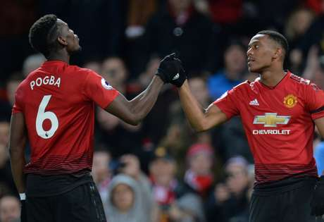 Martial  Pogba comemoram gol do Manchester United