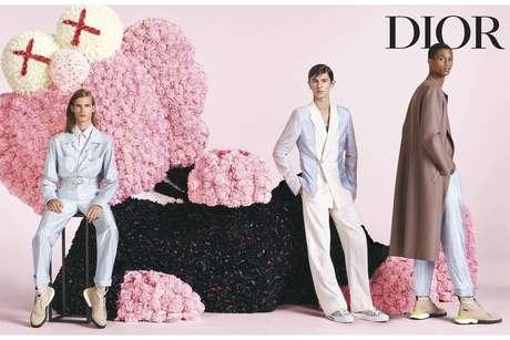A escultura criada pelo artista norte-americano Kaws representa Christian Dior, fundador da grife