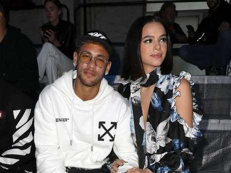 Bruna Marquezine curtiu um comentário de um seguidor que citou Neymar no Instagram da atriz neste domingo, 28 de outubro de 2018