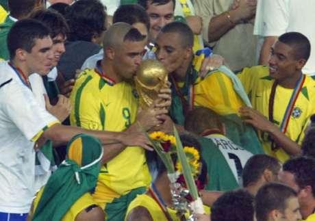 A Seleção Brasileira de futebol também é pentacampeã, a única por sinal a conquistar cinco títulos mundiais na Copa do Mundo