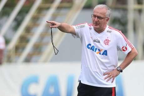 Dorival Jr comandou o Flamengo em cinco partidas, com três vitórias e dois empates (F: Gilvan de Souza/Flamengo)