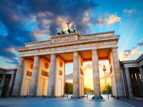 O Portão de Brandenburgo e a Torre de TV em Berlim, na Alemanha