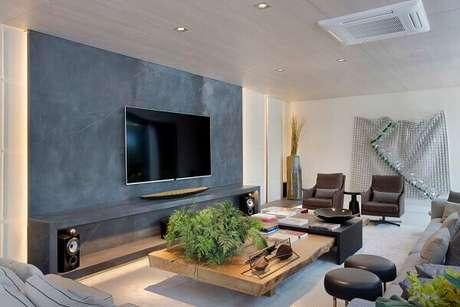 33- O marmorato é o grande destaque na sala requintada de tv. Fonte: Folha