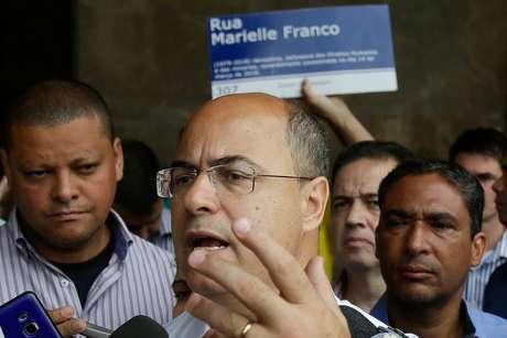 Governador eleito do Rio, Wilson Witzel (PSC), toma café e conversa com eleitores na estação Central do Brasil, no centro do Rio, na manhã desta segunda-feira (29/10/2018)