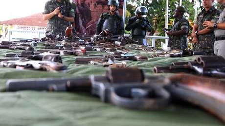 Pesquisa do Datafolha apontou que 55% da população rejeita a posse de armas; na foto, campanha de desarmamento realizada em Alagoas em 2014
