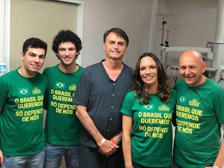 Candidato a presidente pelo PSL Jair Bolsonaro recebe visita de Luciano Hang, empresário catarinense dono da Havan