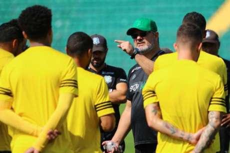 Micale tenta arrumar estilo de jogo do Figueirense (Foto: Divulgação/Figueirense FC)