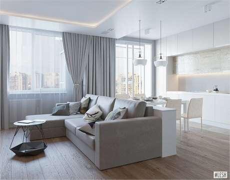44. Decoração minimalista e clean com sofá cinza e armários brancos planejados para cozinha integrada com sala de estar – Foto: Pinterest