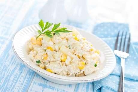 Salada fria de frango com abacaxi