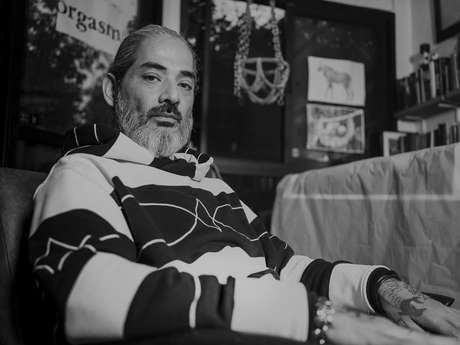 O tatuador pernambucano Jun Matsui, que emprestou um de seus desenhos a um calçado da Rider em parceria com a Öus