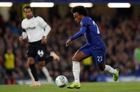 O brasileiro Willian esteve em campo pelo Chelsea (Foto: ADRIAN DENNIS / AFP)