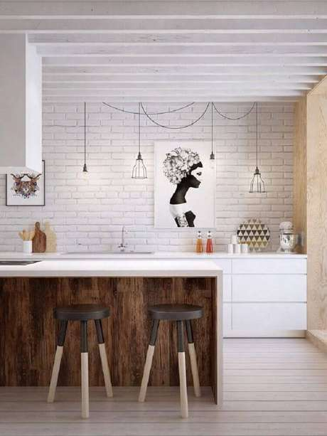 31.Modelo simples e bonito de banquetas baixas para cozinha