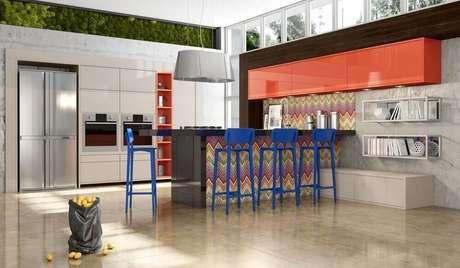 46. Decoração colorida com banqueta alta para cozinha