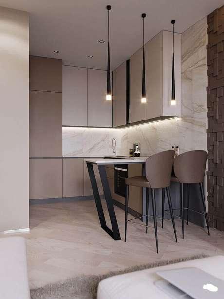 68. Decoração com banquetas para cozinha com assento marrom e pendentes minimalistas pretos – Foto: Behance