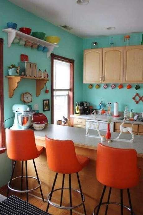 76. Decoração simples com banquetas para cozinha colorida – Foto: Home Design
