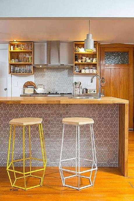 15. As banquetas para cozinha podem se tornar o grandes destaque da decoração desse ambiente – Foto: Pinterest