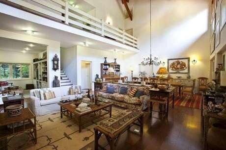 41. Ambienterústico estilo provençal é muito bonito e você pode colocar um mezanino