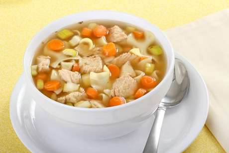 Sopa de frango com macarrão