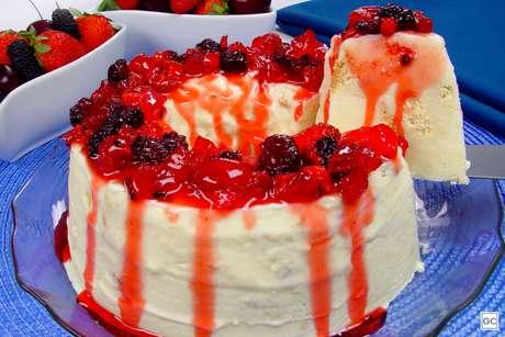 Sorvetão com calda de frutas vermelhas
