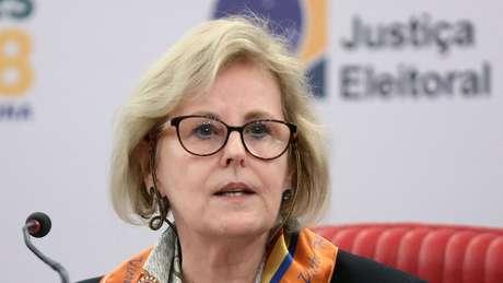 TSE está 'entendendo o fenômeno' das notícias falsas, afirmou a ministra Rosa Weber em coletiva de imprensa