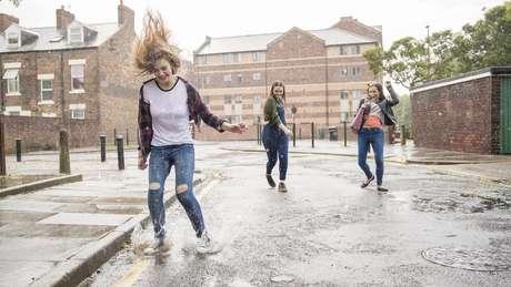 Especialistas indicam que 'adiantamento' da puberdade é mais evidente entre as meninas