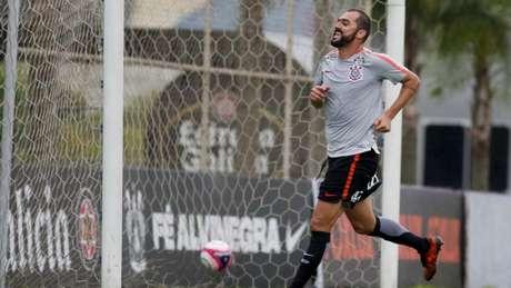 Danilo deve ser titular do Corinthians neste domingo (Foto: Marco Galvão/Fotoarena/Lancepress!)