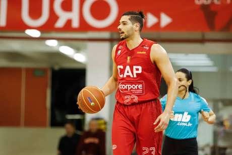 Léo Meindl, autor de 22 pontos, foi o principal jogador do duelo (Foto: Divulgação/NBB)