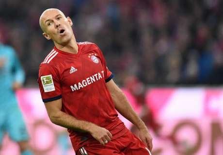 É, Rafinha... Não tá fácil a vida do Bayern! (Foto: CHRISTOF STACHE / AFP)