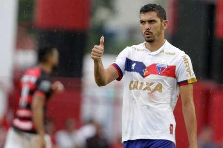 Bruno, do Fortaleza, comemora gol durante a partida contra o Atlético-GO, válida pela Série B do Campeonato Brasileiro 2018