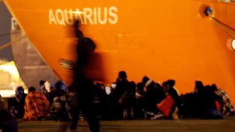As 629 pessoas a bordo do navio Aquarius ficaram à deriva durante dias no Mediterrâneo, em junho passado, pela recusa do governo italiano em deixá-las desembarcar em seus portos