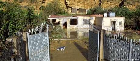 Residência localizada próximo a um rio em Palermo foi invadida pela água; nove morreram, e três escaparam