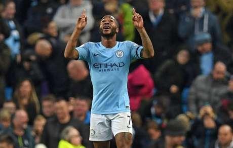 Sterling marcou duas vezes na vitória do City neste domingo e chegou aos 50 gols na Premier League (Paul ELLIS/AFP)