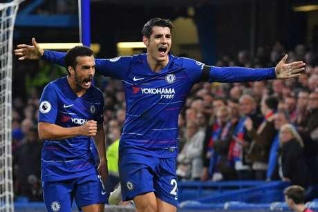 Pedro e Morata marcaram os gols do Chelsea na partida (Foto: BEN STANSALL / AFP)