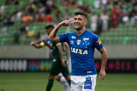 Arrascaeta, do Cruzeiro, comemora gol