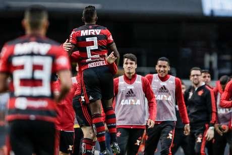 Rodinei marca gol durante jogo entre Sao Paulo x Flamengo