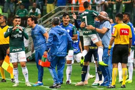 Dudu comemora com Felipão o gol do Palmeiras contra o Santos, no Allianz Parque
